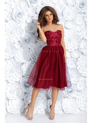 Женское вечернее платье с пышной юбкой