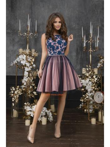 Короткое вечернее платье с пышной юбкой без рукав