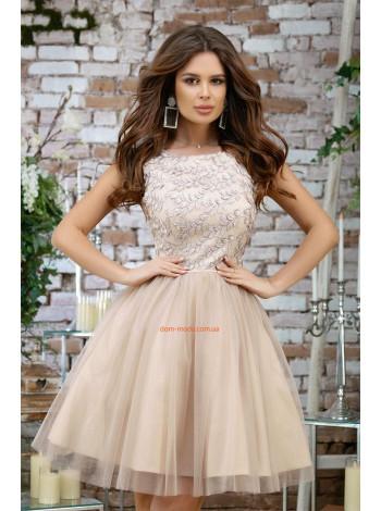 Женское короткое вечернее платье с пышной юбкой