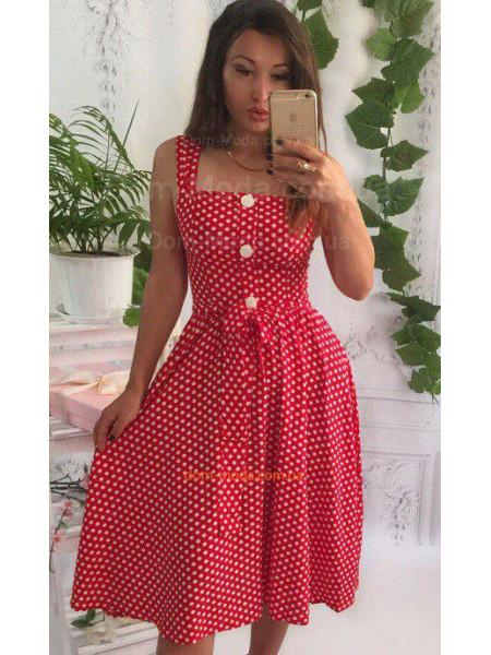 Короткое женское платье в горошек из штапеля