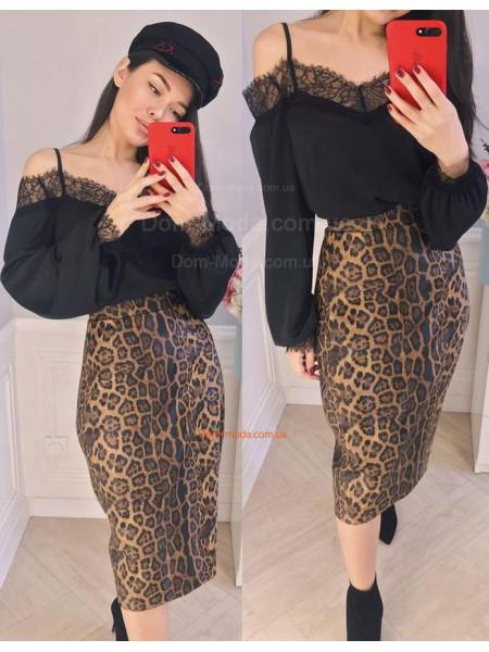 Модна однотонна жіноча блузка з рукавом і відкритими плечима