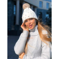 Зимняя женская шапка со стразами и меховым помпоном