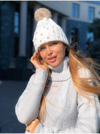 Зимова жіноча шапка зі стразами і хутряним помпоном
