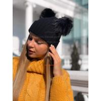 Женская шапка с двумя помпонами
