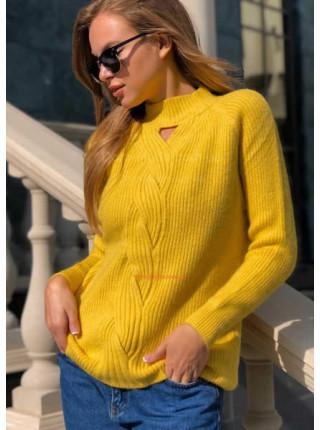 Красивий в'язаний светр жіночий