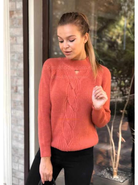 Красивый вязаный свитер женский