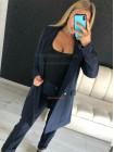 Модный брючный костюм в полоску с удлиненным пиджаком