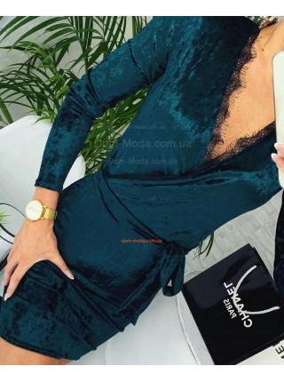 Короткое платье бархатное с глубоким декольте