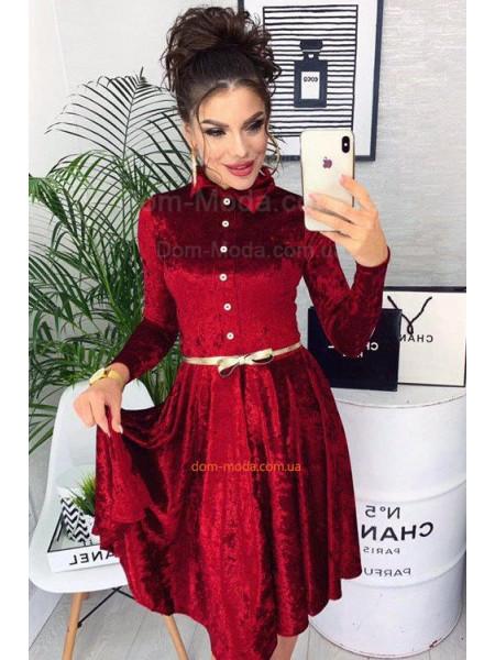 Жіноче оксамитове плаття із поясом