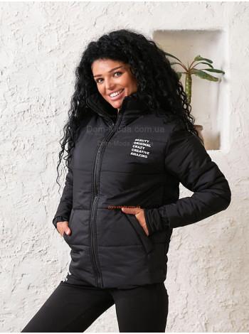Женская куртка прямого силуэта с высоким горлышком
