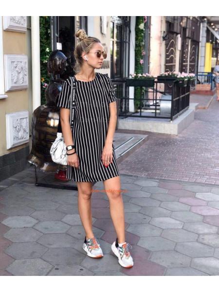 Короткое летнее платье с рукавом