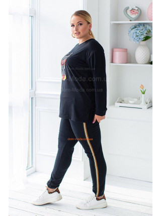 Модный спортивный костюм с нашивкой для полных девушек