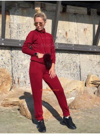 Жіночий спортивний костюм із помпонами