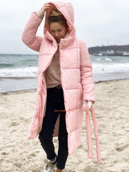 Женское зимнее пальто с капюшоном и поясом