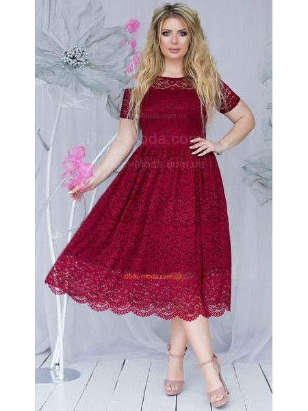Модное вечернее платье миди для полных девушек