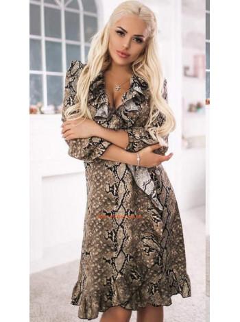 Короткое стильное платье с рюшами и рукавом