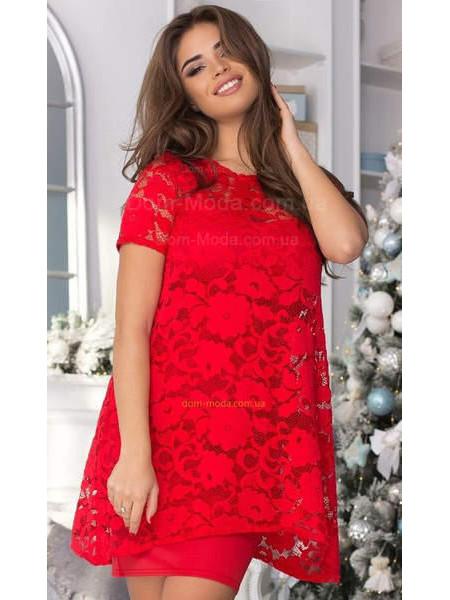 Короткое вечернее платье с гипюровой накидкой
