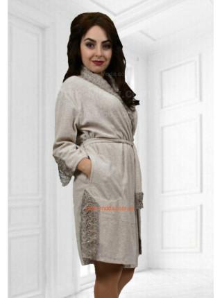 Велюровий жіночий халат з мереживом
