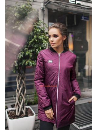 Удлиненная осенняя куртка в спортивном стиле