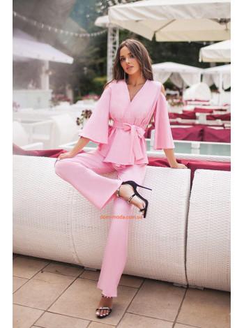 Модний жіночий костюм зі штанами