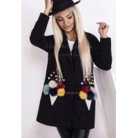 Модное женское пальто оверсайз с меховыми помпонами