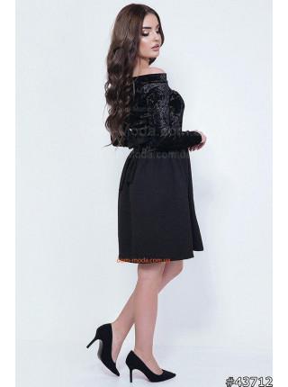 Чорне маленьке плаття