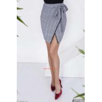 Модна жіноча юбка в клітинку з запахом
