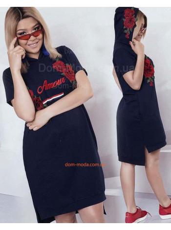 Стильное женское платье с капюшоном с вышивкой