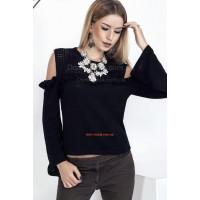 Женский вязаный свитер с открытыми плечами