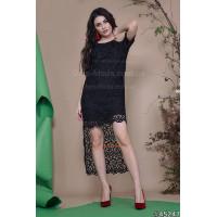 Женское черное платье с открытыми плечами