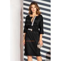 Коротке жіноче плаття з декольте
