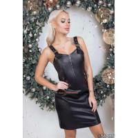 Черное кожаное платье с декольте