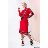 Спортивное трикотажное платье с длинным рукавом