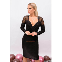Коротке жіноче плаття з ефектним декольте
