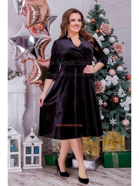 Красивое бархатное платье с декольте большого размера