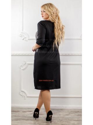 Короткое женское платье со вставками гусиной лапки