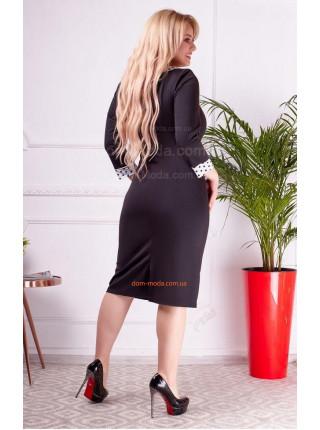 Стильное черное платье с рукавом для полных женщин