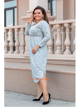 Красивое трикотажное платье для полных девушек