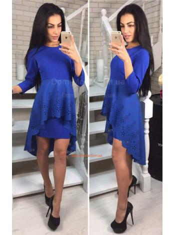 Коротке плаття зі шлейфом