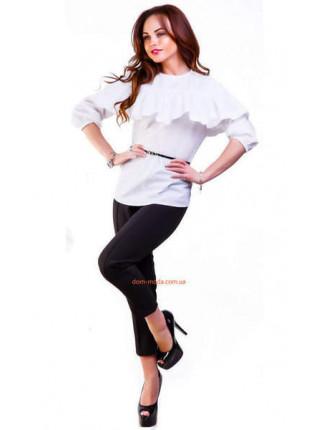 Женская рубашка белая с воланом на грудях