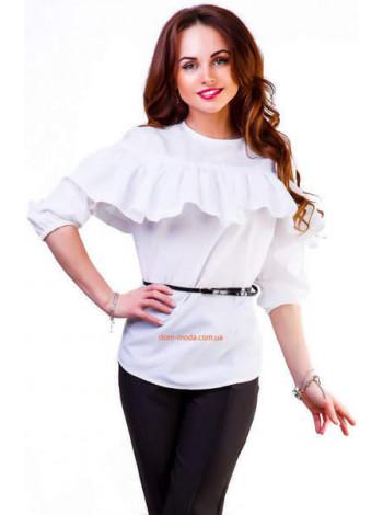 Жіноча рубашка біла з воланом на грудях