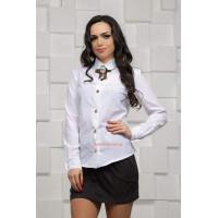 Женская белая рубашка с брошкой