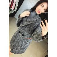Серое женское пальто букле