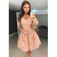 Короткое нарядное платье с рукавом