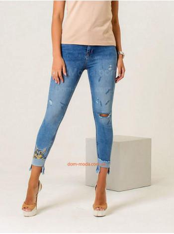 Женские джинсовые штаны в обтяжку с вышивкой