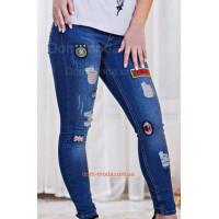 Жіночі стильні джинси скинні із нашивками і протертостями