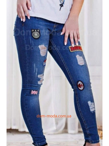 Женские стильные джинсы скинни с нашивками и протертостями
