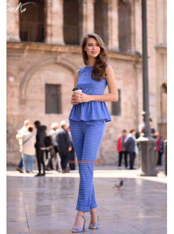 Модный женский костюм с брюками и кофтой без рукав