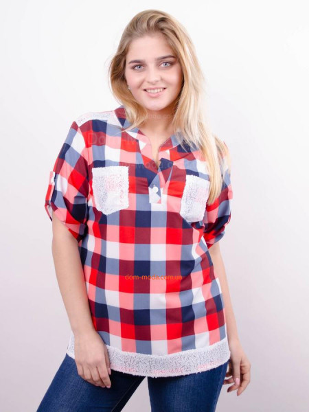 Модная клетчатая рубашка для полных девушек