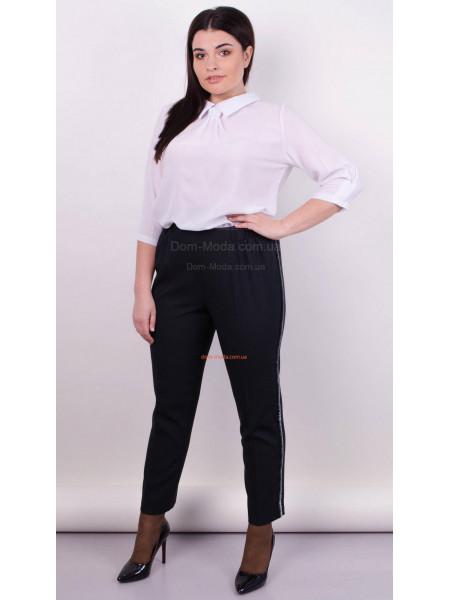 Модные черные брюки для полных девушек